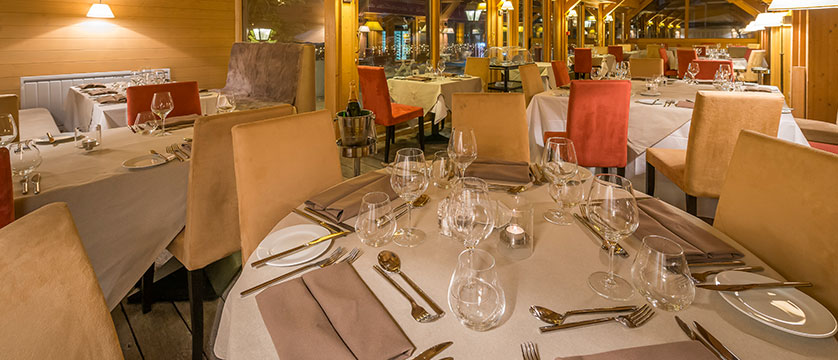 france_espace-killy-ski-area_val-disere_chalet_hotel_&_spa_Le_savoie_resturant.jpg